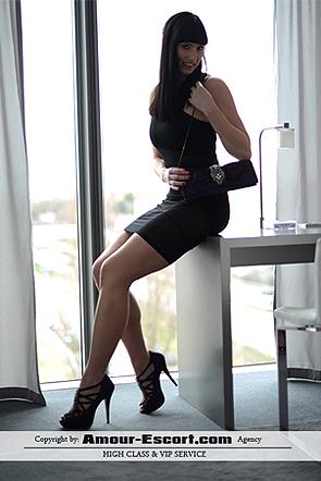 Escort_Larissa_295x442_6